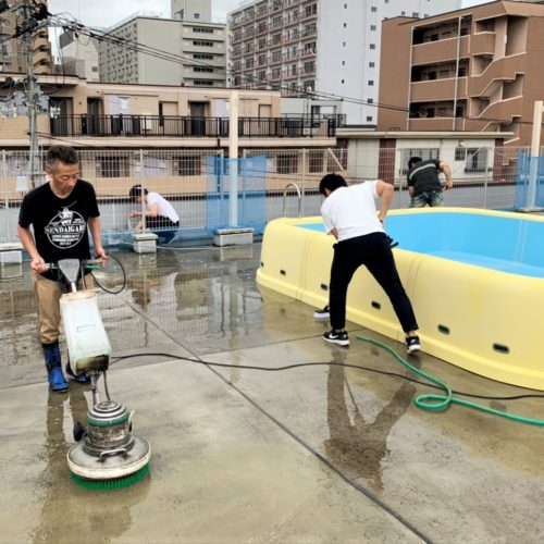 PP会(パパ会)のプール&屋上の清掃!!